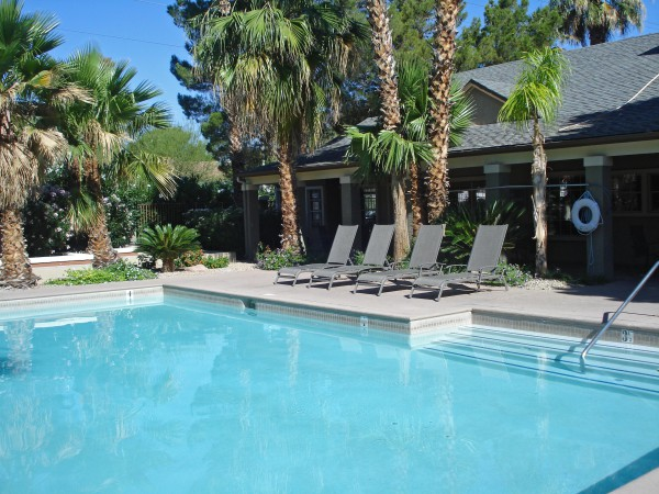 Acheter une piscine : piscine creusée ou piscine hors-sol ?