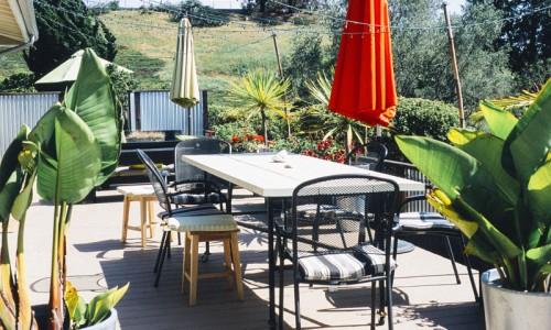 Aménagement extérieur : terrasse décorée pour l'été